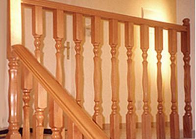מעקה מעץ בוק (אשור)- דגם קלאסי